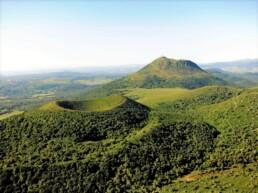tourisme volcan puy de dôme hébergement à proximité